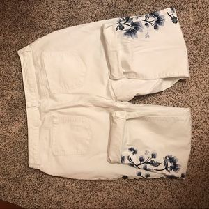 Style & Co boyfriend embroidered white jeans